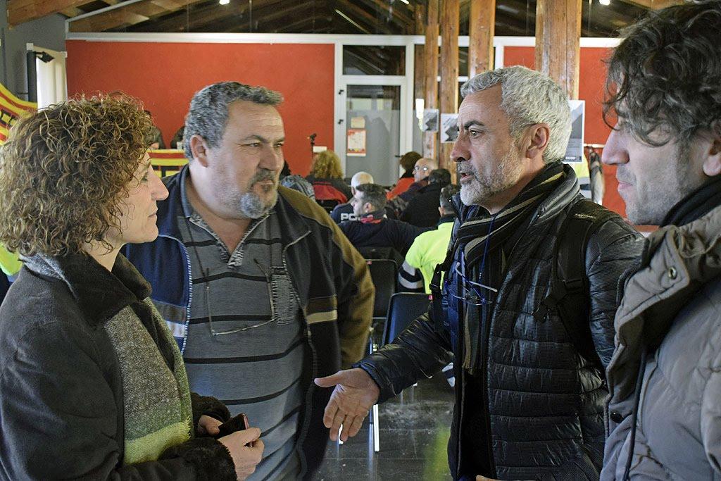 Miguel Sabalete, actual Secretari General de la FSC VOCC-CC i Carles Manzanares, actual secretari d'organització de la FSC VOCC-CC saluden a l'Alcaldessa de Santa Perpètua.